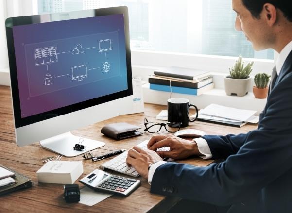¿Por qué es importante una buena computadora para hacer Home Office?